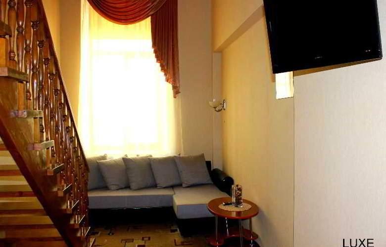 Deluxe Hotel - General - 3