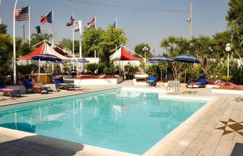 Villa - Pool - 1