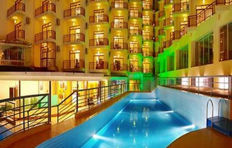 Yangshuo Tangrenjie - Pool - 7