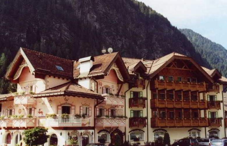 Gran Chalet Soreghes - Hotel - 0