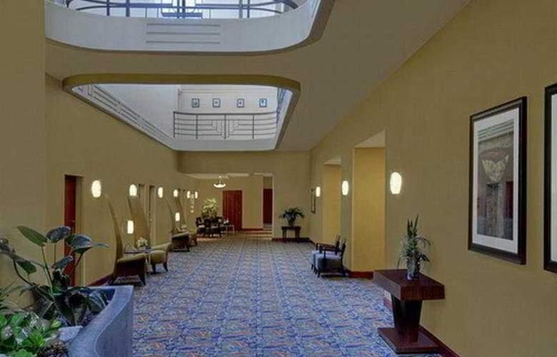 Embassy Suites Phoenix Biltmore - General - 2