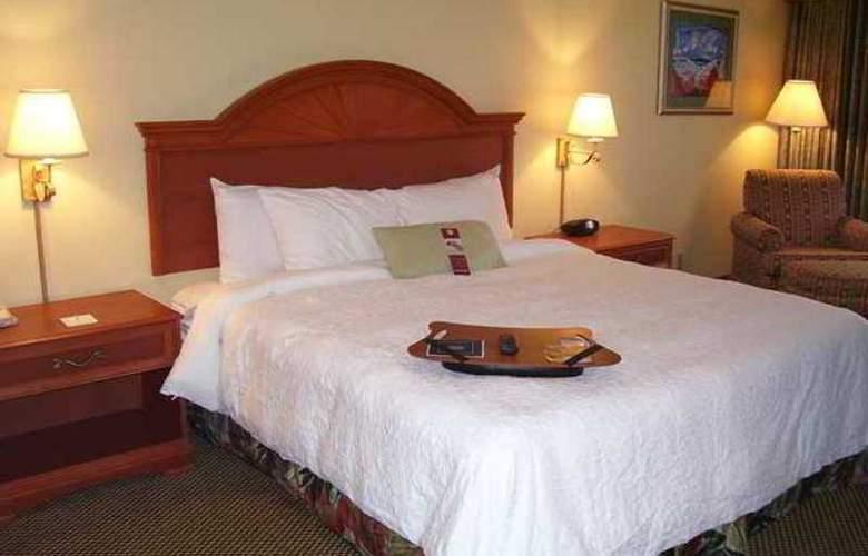 Hampton Inn Daytona Shores-Oceanfront - Hotel - 1