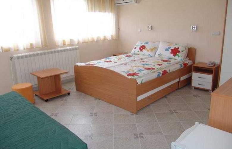Lagadin - Room - 2