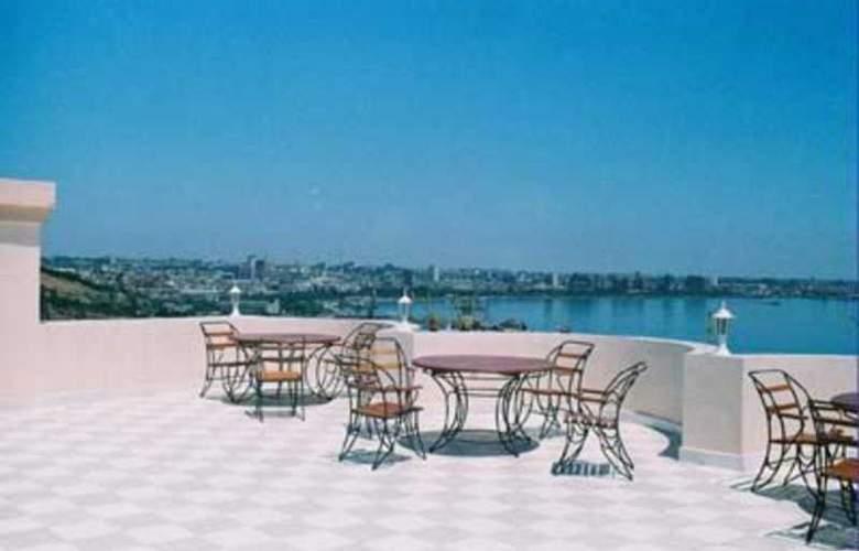 Nur Hotel - Terrace - 10