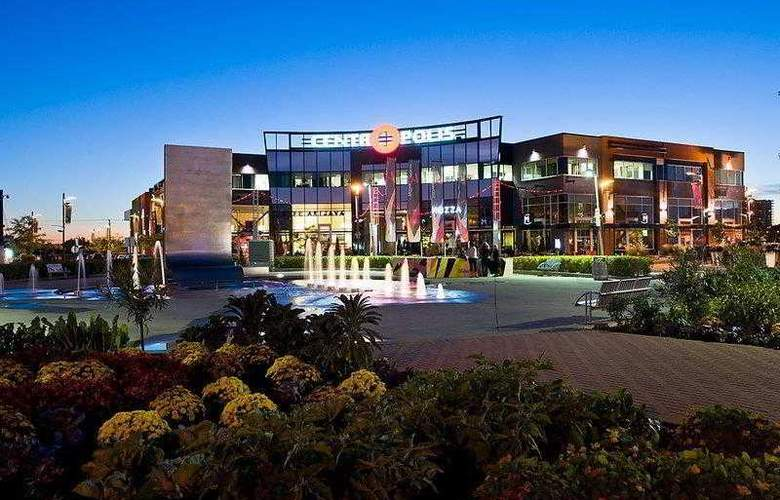 Best Western Plus Laval-Montreal - Hotel - 20