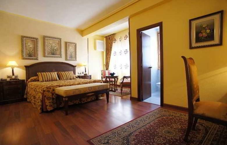Montermoso - Room - 9