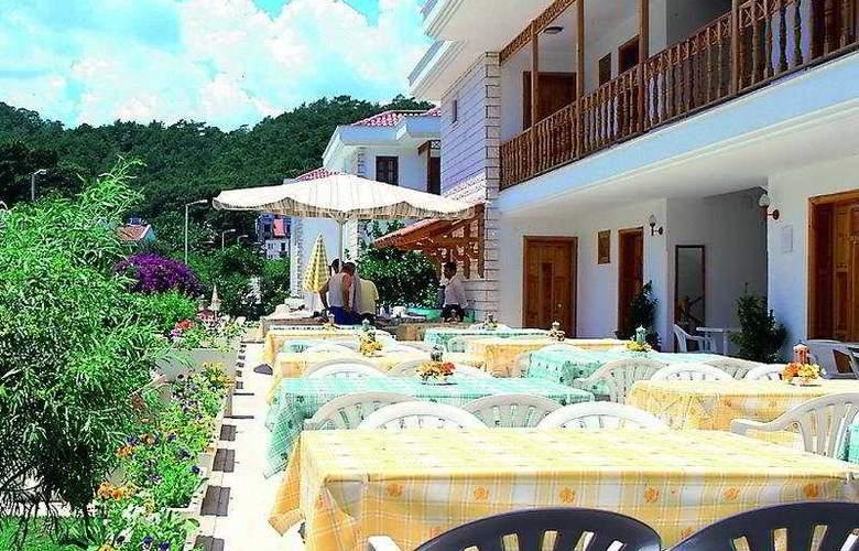 Felice Hotel - Terrace - 10