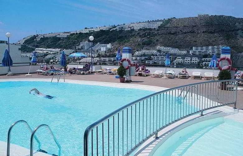 Carlota - Pool - 2