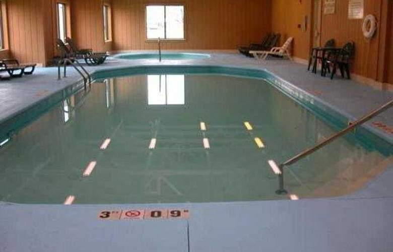 Comfort Inn North - Pool - 5