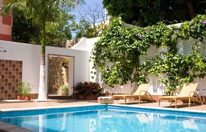 Castel House - Pool - 2