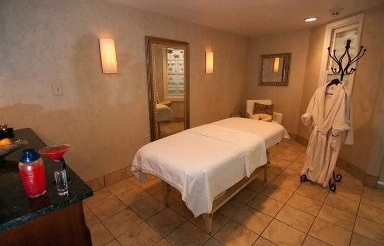 Best Western Plus White Bear Country Inn - Hotel - 61