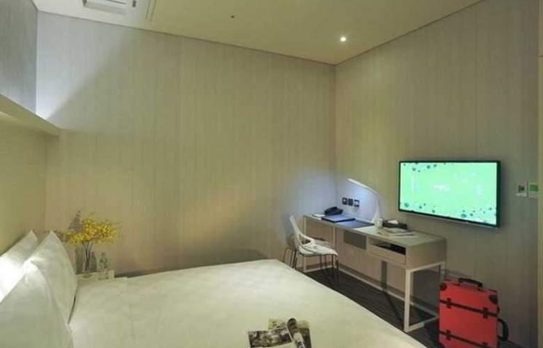 Sparkle Hotel - Room - 2