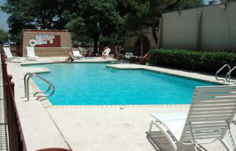 Baymont Inn & Suites Austin South - Pool - 3