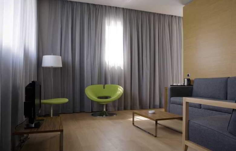 NH Milano Fiera - Room - 17