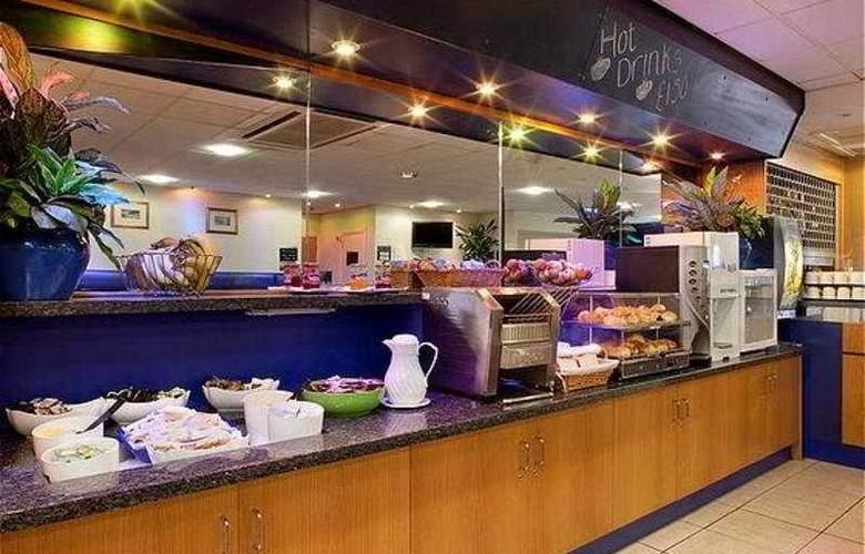 Holiday Inn Express Perth - Bar - 4
