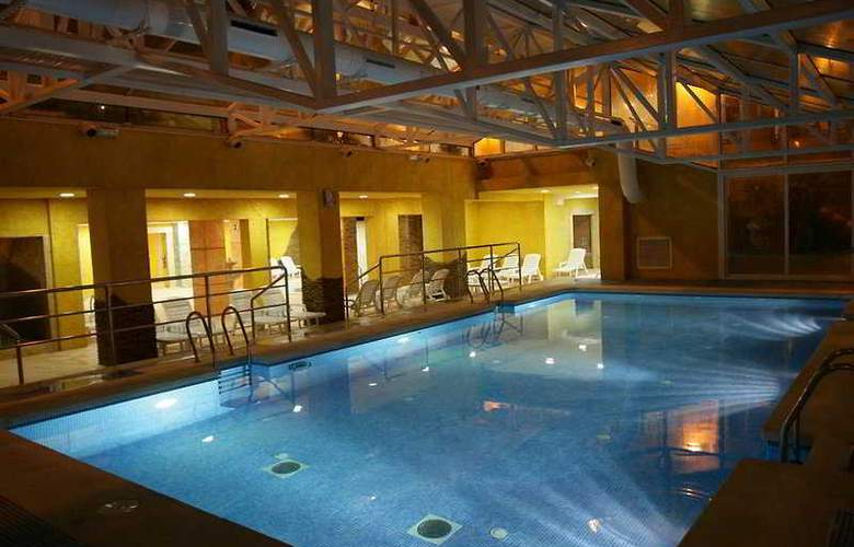 Gran hotel pe iscola desde 67 pe iscola - Hoteles con piscina climatizada en madrid ...