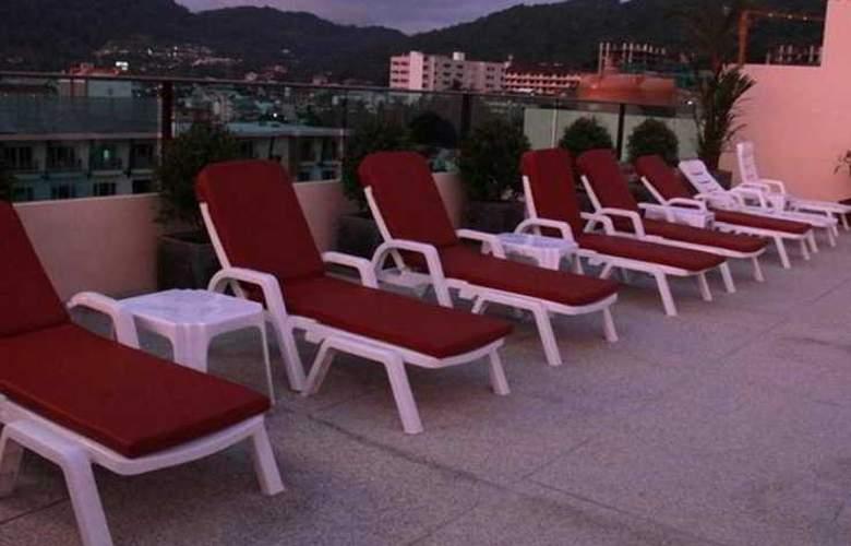 Hemingway's Silk Hotel - Terrace - 6