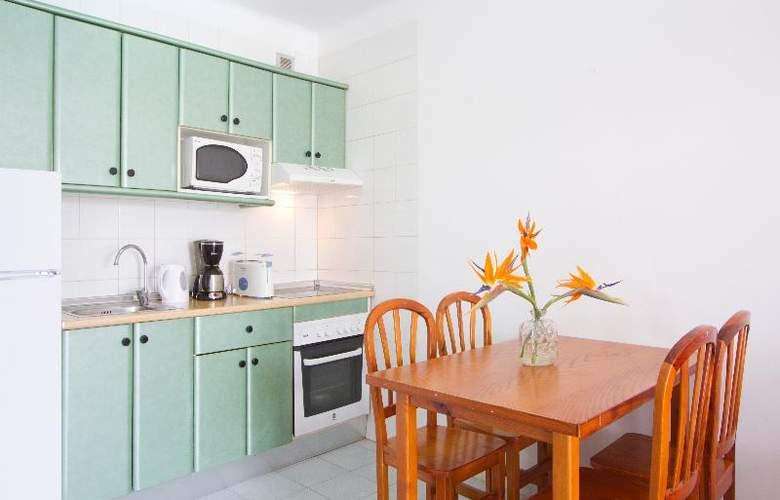 Nazaret Apartments - Room - 10