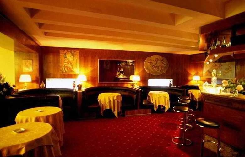 Nova Domus Hotel & Suites - Bar - 4