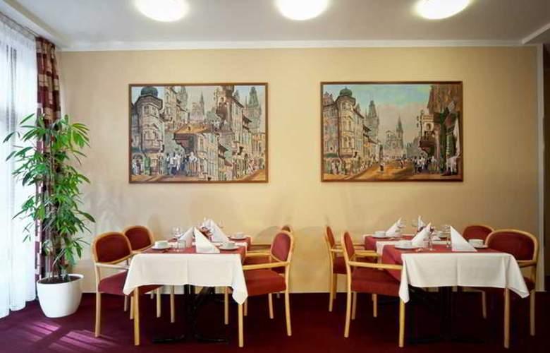 Globus - Restaurant - 12