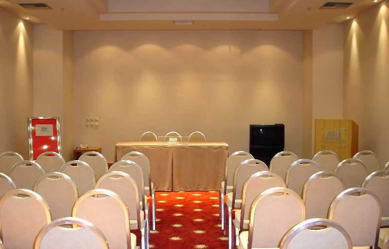 GDM Megaron - Conference - 7