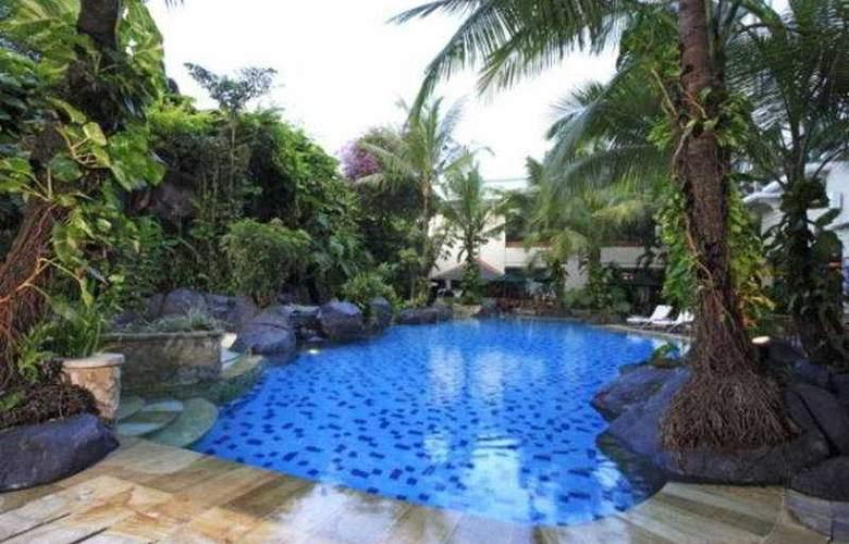 Novotel Yogyakarta - Pool - 7