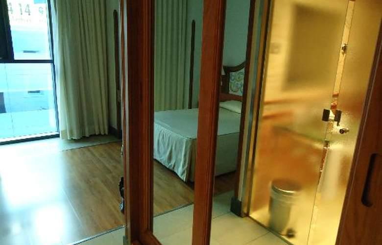 Julia - Room - 9