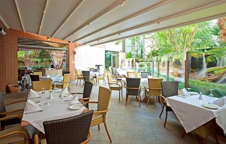 Best Western Premier Collection City Sofia - Restaurant - 80