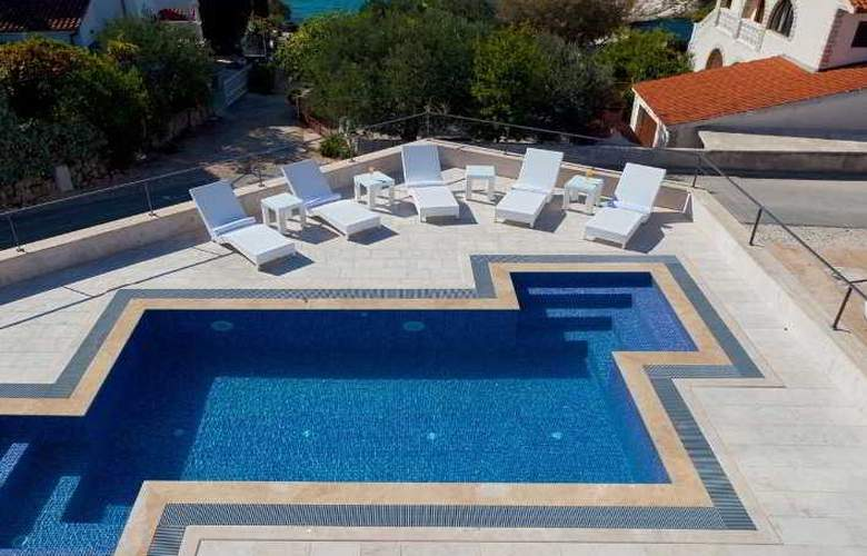 Boutique Hotel Life - Pool - 10