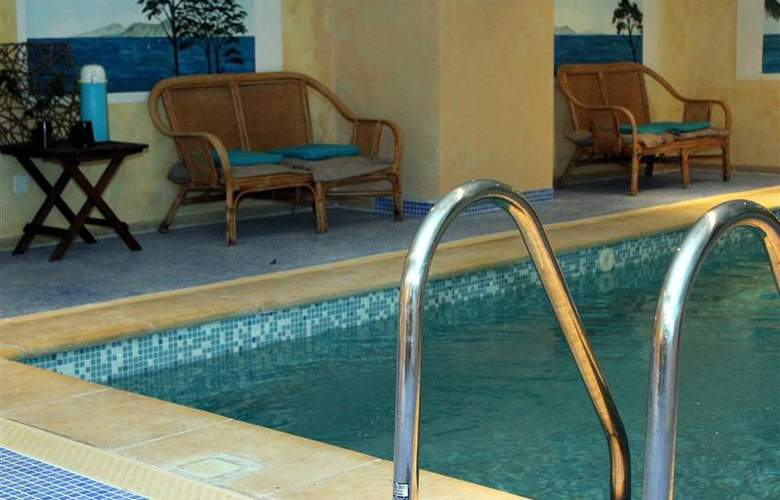 Best Western Soleil et Jardin Sanary - Pool - 38