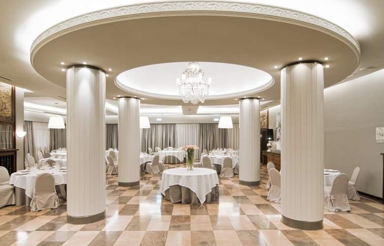Gran Hotel España Atiram - Restaurant - 4
