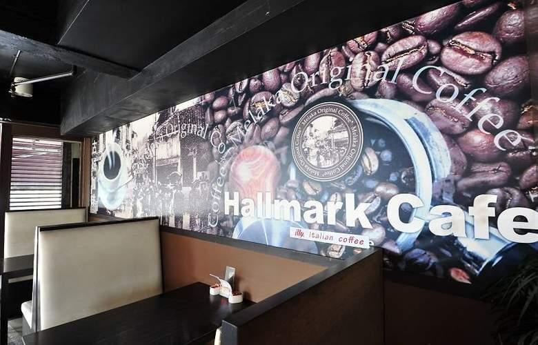 Hallmark Leisure Hotel - Bar - 10