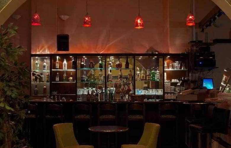 Blue Island Hotel - Bar - 8