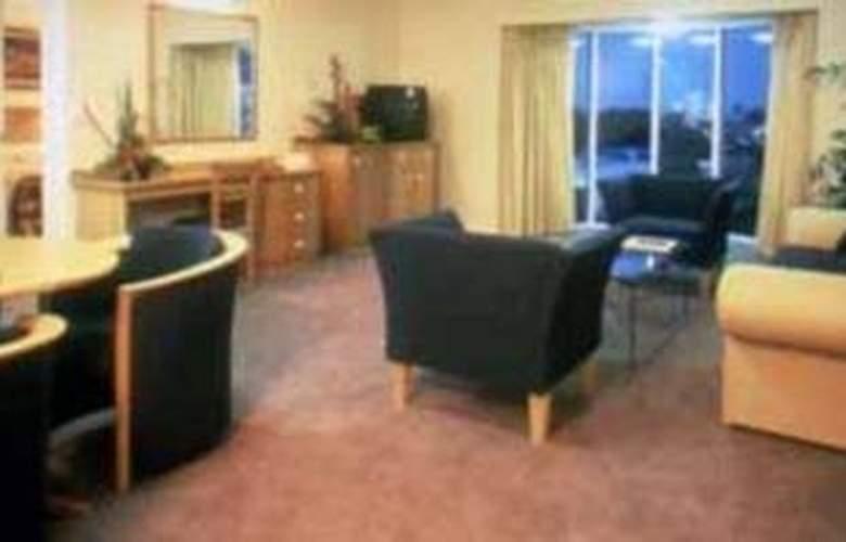 Cairns Sheridan - Room - 3