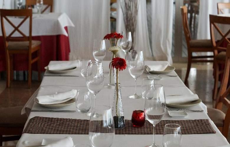 Port Sitges Resort - Restaurant - 26