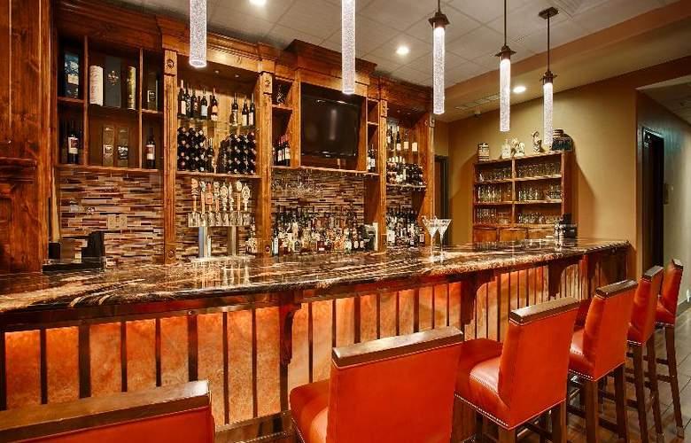 Best Western Ivy Inn & Suites - Bar - 73