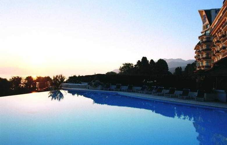 Royal Evian Resort - Pool - 7