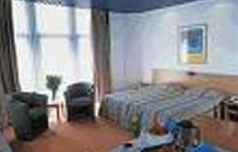 Royal Astor - Room - 2