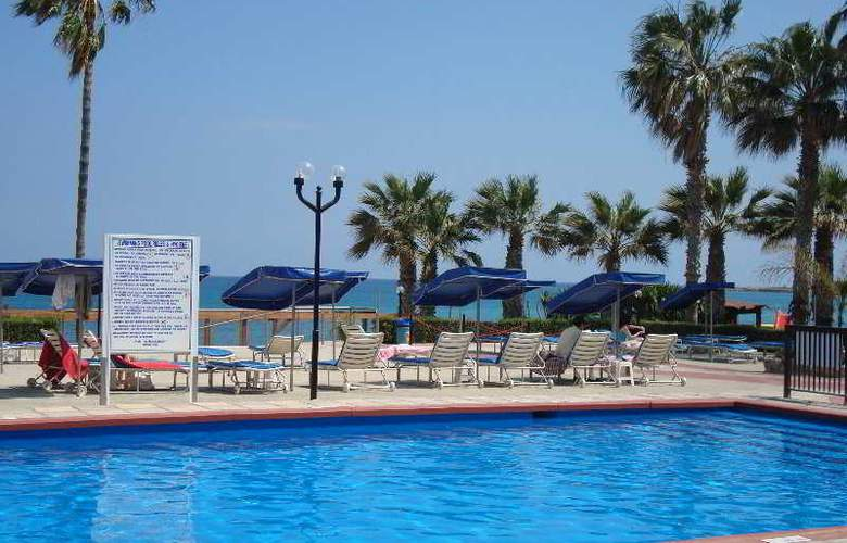 Evalena Beach Hotel Apts - Pool - 3