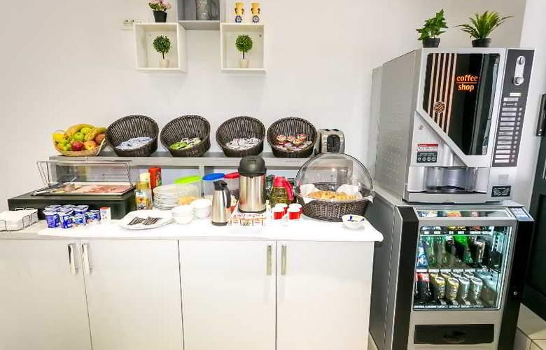 Hostel Moving - Restaurant - 2