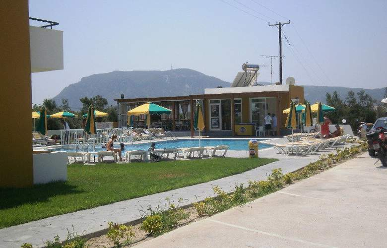 Manolis Studios - Pool - 4