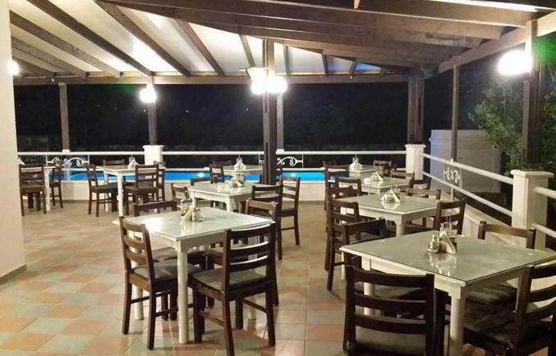 Blue Nest - Restaurant - 13
