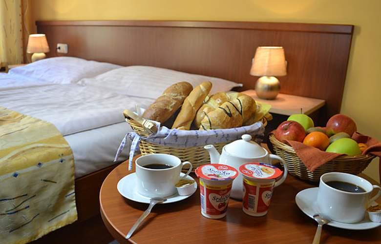 Aparthotel Austria Suites - Room - 4