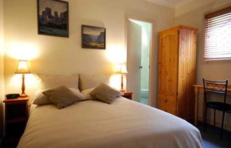Ashfield Manor - Room - 1