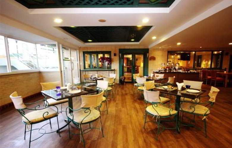 Evergreen Place - Restaurant - 8