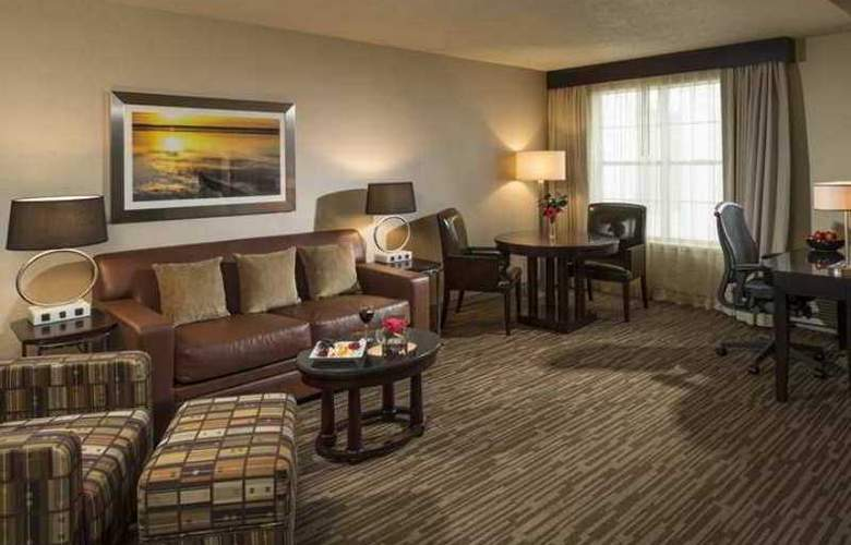 Hilton Raleigh-Durham Airport at Research - Hotel - 9