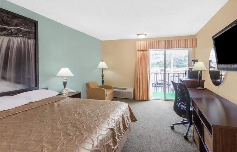 Super 8 by Wyndham Oceanside Marty's Valley Inn - Room - 1