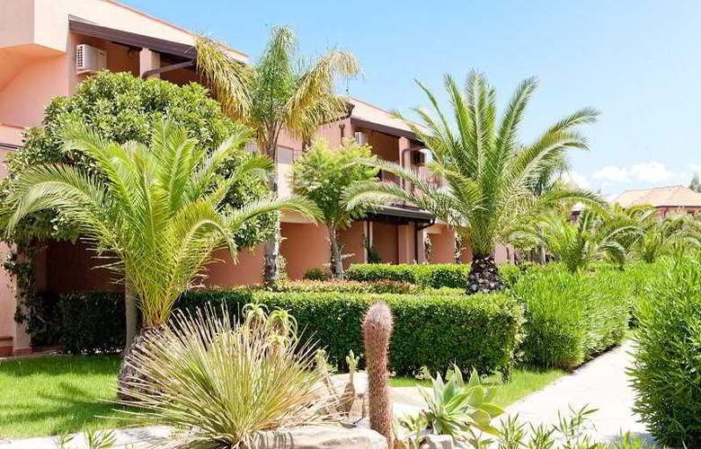 Tindari Resort & Marina Beach - Hotel - 8
