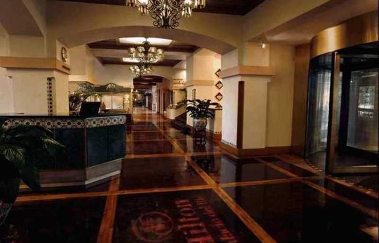 Hilton Palacio del Rio - Hotel - 2