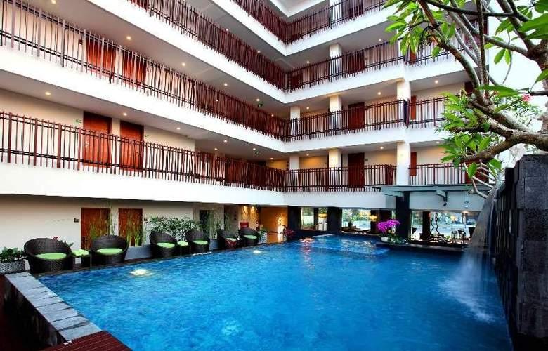 7 Days Premium Kuta - Hotel - 4